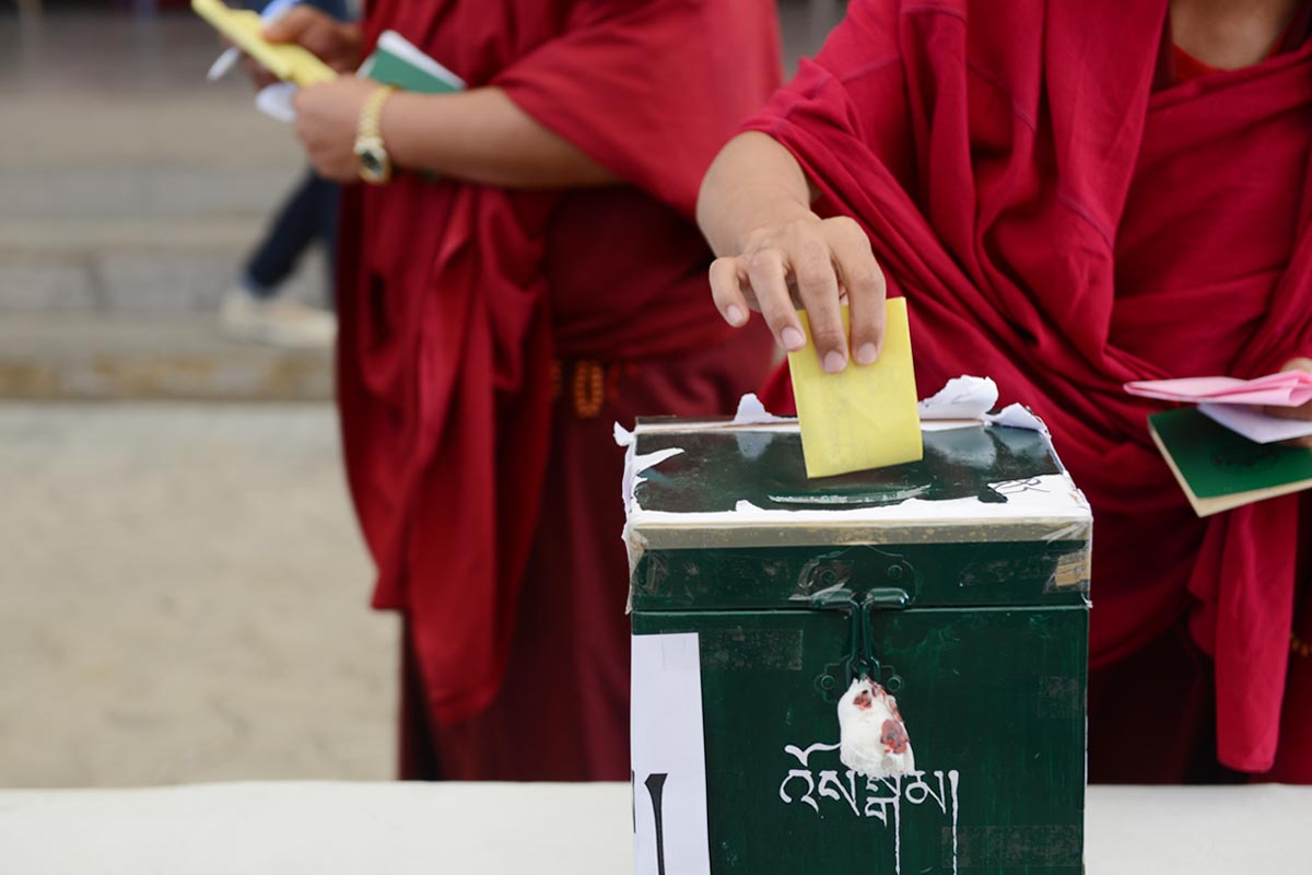 A Tibetan monk casts his vote during the 2016 Tibetan General election (Photo courtesy Tibet Sun)