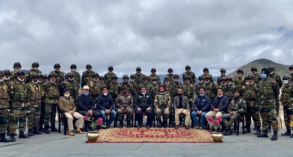 Arunachal CM Dorjee Khandu with Indian Army ranks at Bumla Post bordering Tibet (Photo courtesy twitter)