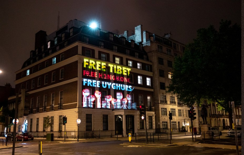 Messages projected on the walls of the Chinese embassy in London on July 10 (Photo- Free Tibet)