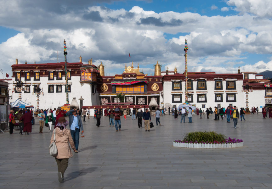 The Tsuglakhang temple in Lhasa city (Photo Tibetpedia)