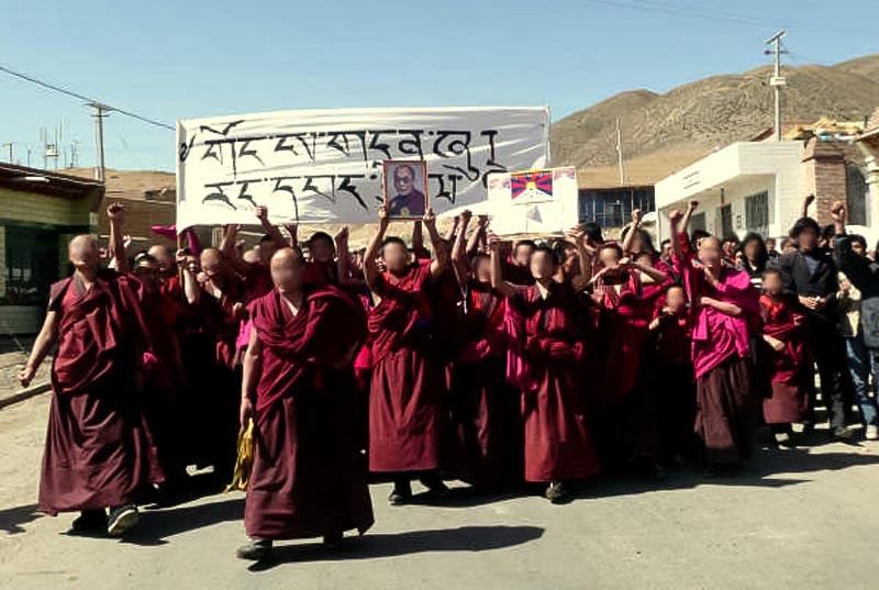 Monks in Tibet lead a forbidden rally for the return of Dalai Lama (Photo CTA)